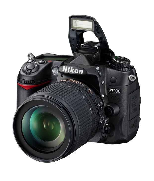 Nikon D7000 DSLR (Black) with  AF-S 18-105mm VR Kit Lens